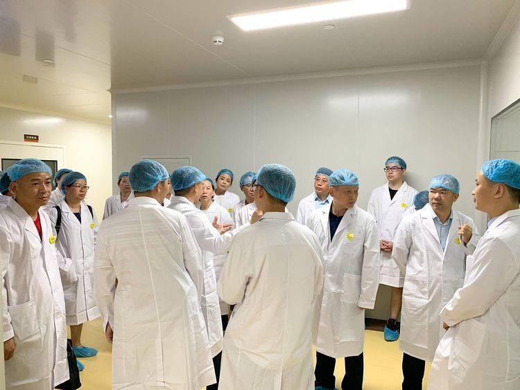 社会各界30多位企业家们赴珠海参观化妆品透明工厂-远大科技园
